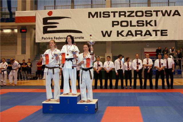 Złoty, 2 srebrne i brązowy medal  dla zawodniczek Lublinieckiego Klubu Oyama Karate  na Mistrzostwach Polski