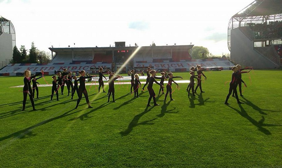 Akrobatyka SP1 w wystąpiła podczas meczu Ekstraklasy