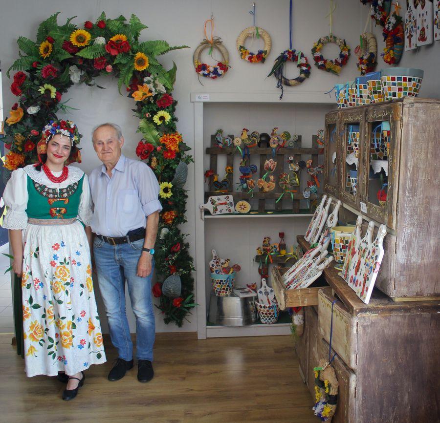 Folkowe inspiracje– wystawa seniorek dostępna w Galerii pod Glinianym Aniołem